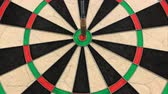 perfeição : Three Darts Hitting Bullseye in Succession