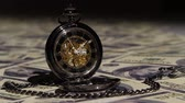 tempo : Pocket watch. Close up