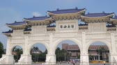 hala : Taipei, MAY 22: The beautiful Liberty Square of Chiang Kai-shek Memorial Hall on MAY 22, 2018 at Taipei, Taiwan Wideo