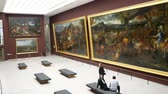 pintura : Interior view of the famous Louvre Museum on MAY 7, 2018 at Paris, France