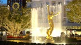 brand : Los Angeles, NOV 26: Night view of the fountain and the public art Spirit of American Youth in The Americana at Brand on NOV 26, 2018 at Los Angeles, California Stock Footage