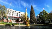 duch : Los Angeles, NOV 26: Afternoon of the fountain and the public art Spirit of American Youth in The Americana at Brand on NOV 26, 2018 at Los Angeles, California Wideo