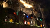 karczma : River Side, DEC 9: The famous light up event of Mission Inn on DEC 9, 2018 at River Side, Los Angeles County, California Wideo