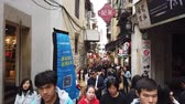 tarihi : Macau, DEC 24: Visitor all over the street near the Ruins of St. Pauls on DEC 24, 2018 at Macau