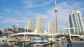 Торонто : Toronto, OCT 5: Morning view of the Amsterdam Bridge, ships and CN Tower on OCT 5, 2018 at Tornoto, Canada