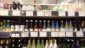 сакэ : Los Angeles, FEB 9: Many bottle of Japanese Sake alcohol selling in a supermarket on FEB 9, 2019 at Los Angeles, California Стоковые видеозаписи