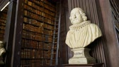 biblioteca : Dublin, OCT 31: Statue inside the Book of Kells of Trinity College on OCT 31, 2018 at Dublin, Ireland