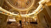 人工的な : Las Vegas, APR 28: Interior view of the famous Venetian casino hotel on APR 28, 2019 at Las Vegas, Nevada