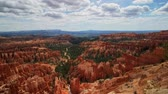 известный : Morning view of the famous Bryce Canyon National Park from Inspiration Point at Utah Стоковые видеозаписи
