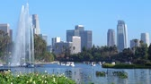 лебедь : Los Angeles, JUL 13: Afternoon view of the famous Los Angeles downtown skyline in Echo Park in Echo Park on JUL 13, 2019 at Los Angeles, California