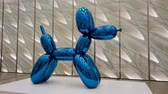 教育 : Las Vegas, Aug 8: Blue metal ballon dog display in the famous The Broad Museum on AUG 8, 2019 at Las Vegas, Nevada 影像素材