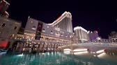 fontaine : Las Vegas, SEP 25: Night exterior view of the Venetian Casino Hotel on SEP 25, 2019 at Las Vegas, Nevada