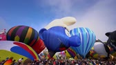 Albquerque, 4 oktober: ochtendweergave van het beroemde Albuquerque International Balloon Fiesta-evenement op 4 oktober 2019 in Albquerque, New Mexico Stockvideo