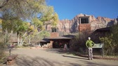távozás : Utah, NOV 11: Exterior view of the visitor center of the Zion National Park visitor center on NOV 11, 2019 at Utah Stock mozgókép