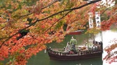 彫像 : Morning view of the moat with at boat surrounding Hirosaki Castle at Hirosaki, Japan