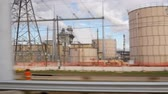 работодатель : Slow motion driving past a large oil refining or chemical processing industrial complex.