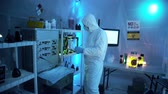 probówki : push in to a hazmat laboratory with scientist working 4k Wideo