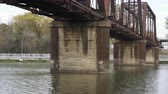 underside view of rusted train bridge on the brazos river 4k Dostupné videozáznamy