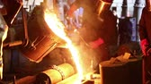 metalurgia : Pouring of molten iron