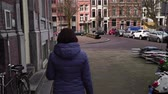 European lady tourist walks the city. slow motion Стоковые видеозаписи
