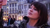 belga : Lady tourist takes pictures on Grand-Place in Brussels, Belgium.slow motion. dolly zoom effect