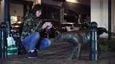peeing : Lady tourist pictures urinating dog in Brussels, Belgium. Zinneke pis.