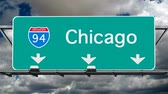 dálnice : Chicago Interstate 94 overhead freeway sign with time lapse clouds.
