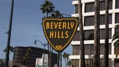 tabela : Moving editorial shot of the Beverly Hills shield sign. Stok Video