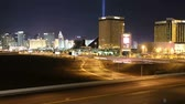 kasino : Editorial time lapse view of Las Vegas stip and freeway with zoom Dostupné videozáznamy