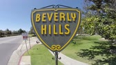 tabela : Beverly Hills, California, USA - April 8, 2015:  The famous Beverly Hills shield sign at Santa Monica Blvd and Doheny Drive in Southern California.