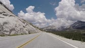 típico : Yosemite National Park - July 5, 2015:  Holiday traffic on Tioga pass road in Californias Yosemite National Park. Stock Footage