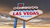 tabela : Welcome to fabulous Las Vegas sign with colorful sunset sky time lapse.