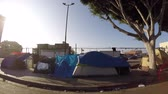 misja : Los Angeles, California, USA - July 4, 2017:  Homeless tents along gritty San Pedro Street in the downtown Skid Row district. Wideo
