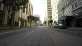 praça : Los Angeles, California, USA - July 4, 2017:  Traffic free holiday morning driving shot on 6th street near Pershing Square in downtown.