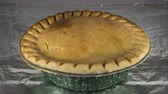 garnek : Close up time Lapse of pot pie cooking in oven. Wideo