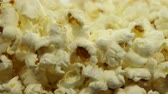 tűzhely : Popcorn maker spinning freshly popped corn close up.