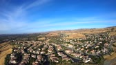 casa : Panning aerial view of suburban Simi Valley in Southern California.
