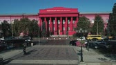 ucraniano : Red University Building es el campus más antiguo de la Universidad de Kiev. Archivo de Video