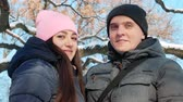 amantes : Portrait of young couple outdoors in winter. Smiling at camera. Close up Stock Footage