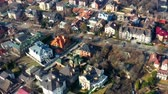 sídelní struktura : Aerial fly over luxury cottages on the outskirts of the city Dostupné videozáznamy