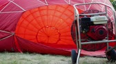 enflasyon : The balloon is inflated using an industrial fan. Balloon crew preparing for the flight 4k