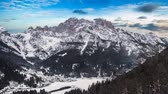 sehen : Day timelapse in mountain covered with snow with blue sky