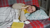 um jovem mulher só : Woman in Bed with a Cold Talking on the Phone Vídeos