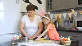 biscoitos : Little Girl Rolls Out a Dough with Grandmother Stock Footage