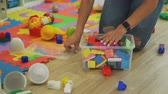 bałagan : Woman Organizing Toys on the Floor at Home Wideo