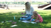 ressam : Art Class for Little Girl in the City Park in Sunny Summer Day. Creativity Inspiration Expression Concept