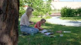 petites filles dessin : Watercolor Painting of Little Girl and her Teacher Outdoors. Child Holding a Drawing Lesson in Nature. Art Therapy. Painting Classes or Courses. Creativity Inspiration Expression and People Concept