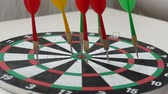versenyképes : dart arrows and dartboard, colorful dart arrows,