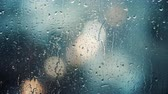 depressão : Close up view of water drops falling on glass. Rain running down on window. Rainy season, autumn. Raindrops trickle down, grey sky. Great for special effects and motion graphics