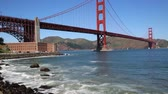 híd : Surfers under Golden Gate Bridge, San Francisco, California